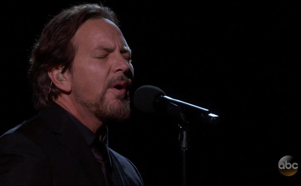 Eddie Vedder recognized the artists we lost in a Tom Petty tribute at the Oscars: