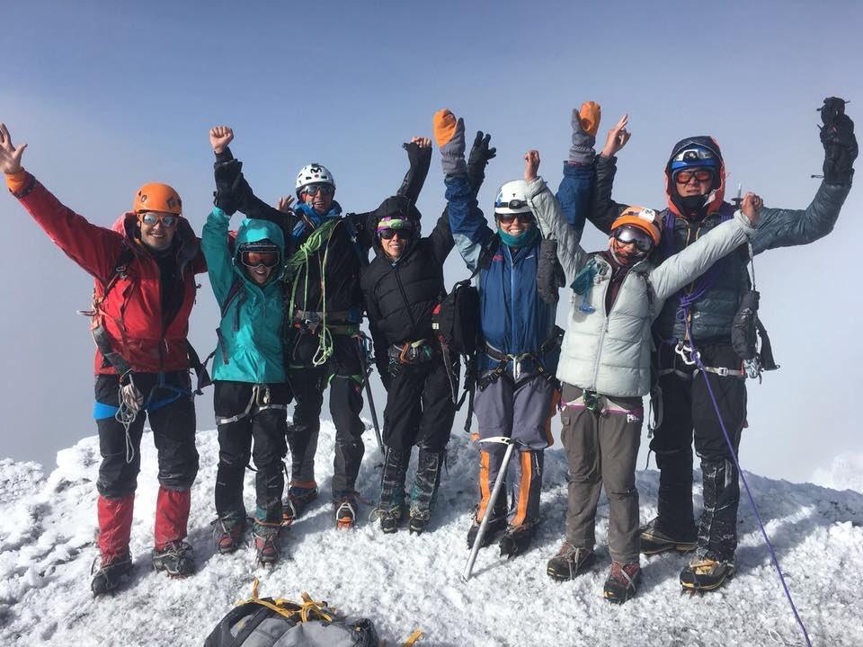 test Twitter Media - ¡Cumbre del Cotopaxi 5897m! ¡Una de las primeras imágenes del ascenso de hoy de nuestros grandes montañistas! ¡Bravo!   @TatooAdventureG Adventure Summits  Foto: Juan Esteban Romero https://t.co/uppGg4qvW0
