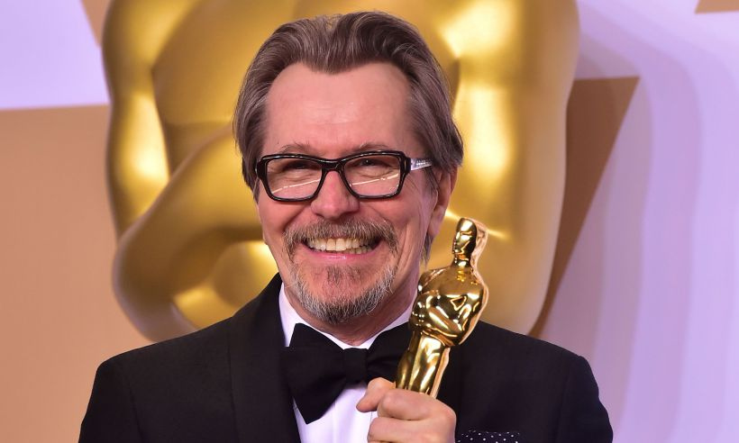Gary Oldman shared a sweet message to his mum at the 2018 Oscars! See what he had to say: