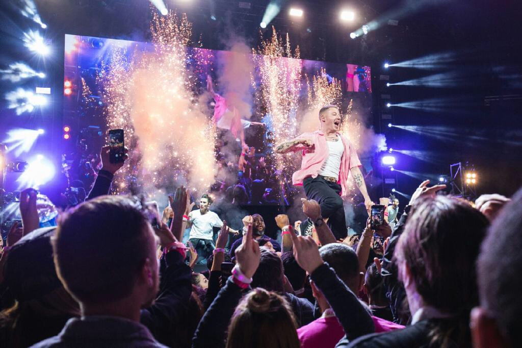 Last night was special. @TMobile turned up. Thanks for the fun night in Vegas @JohnLegere #WC18 https://t.co/owS7phlnvz