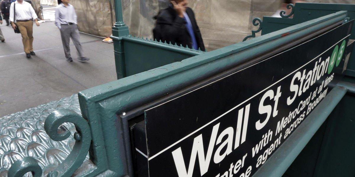 Continued 'trade war' talk sinks US stocks further