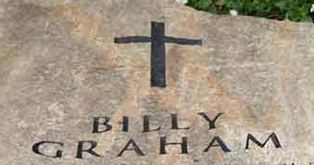 Franklin Graham shares photo of Rev. Billy Graham's gravemarker