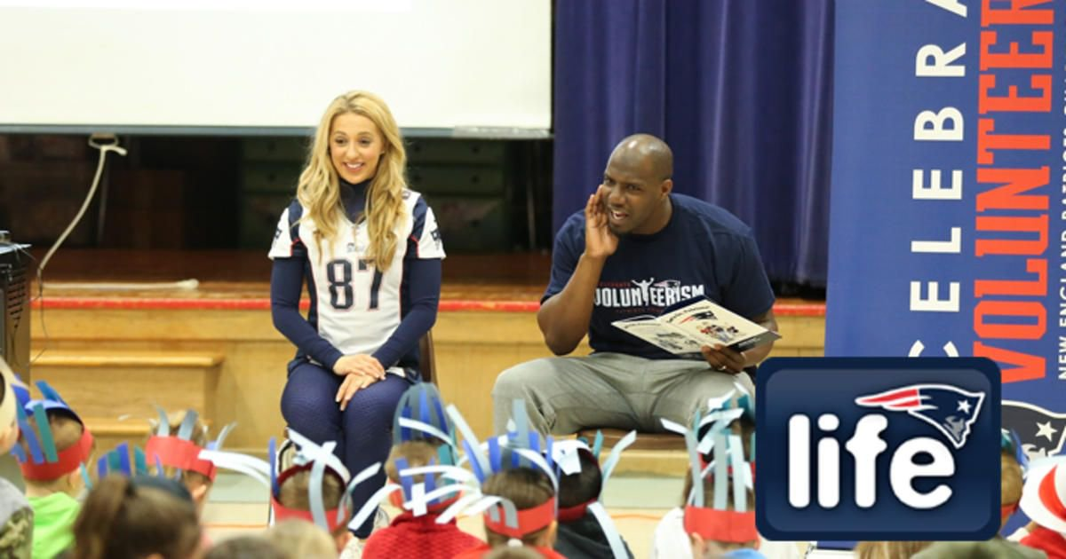 A surprise school visit & story time with @dharm32 + @PatsCheer = a fun Friday in Foxboro: https://t.co/TiRp66FS99 https://t.co/BC9zz91MBW