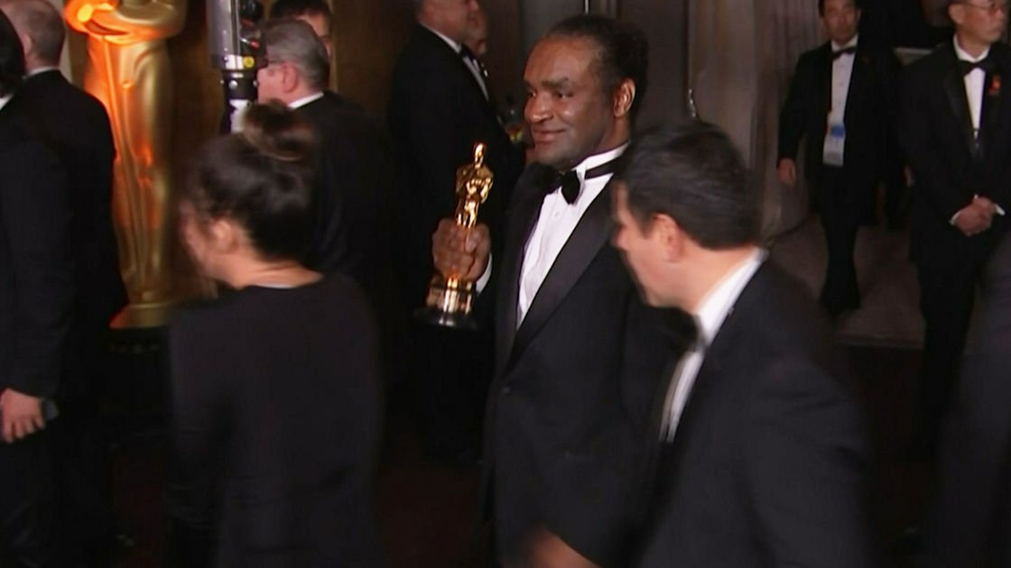 The Latest: AP video appears to show alleged Oscar thief