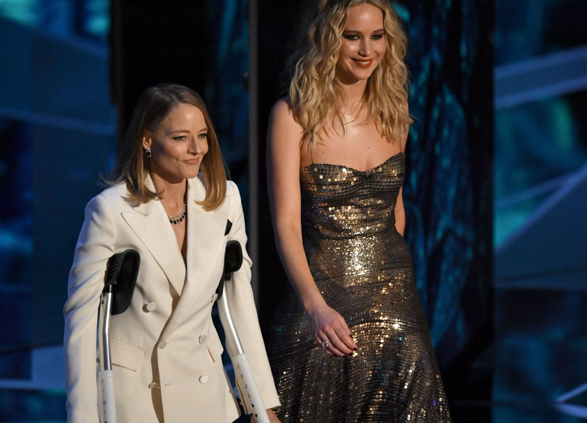 We Know Why Jodie Foster Was On Crutches At The Oscars (And It's Not Because Of Meryl)