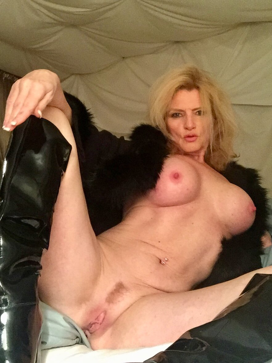 #MandyInTheMorning #TittyTuesday #style. It's cold outside, remember to wear your boots and coat my sexy