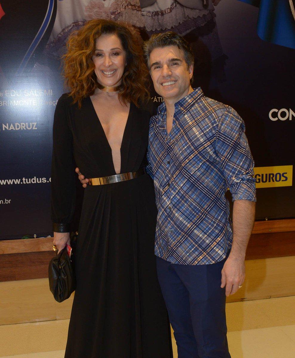 Claudia Raia. Foto do site da Tititi que mostra Claudia Raia prestigia estreia de musical do marido, Jarbas Homem de Mello