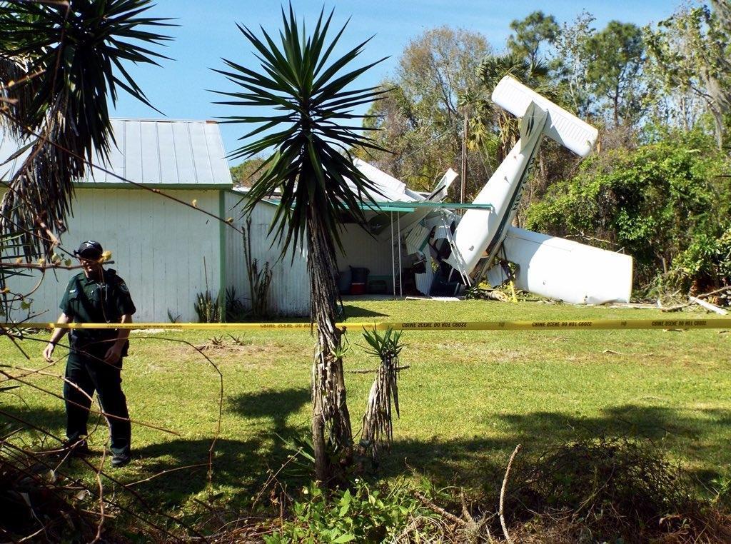 2 injured in airplane crash near Edgewater