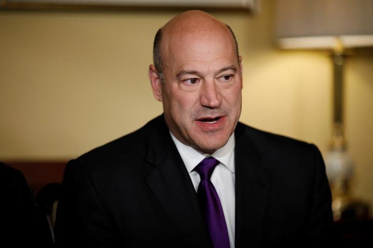 Dollar falls vs yen, Swiss franc as Cohn stepping down as Trump advisor