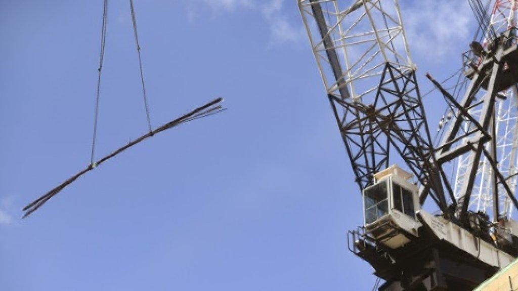 Australia slows as weak exports weigh on economic growth