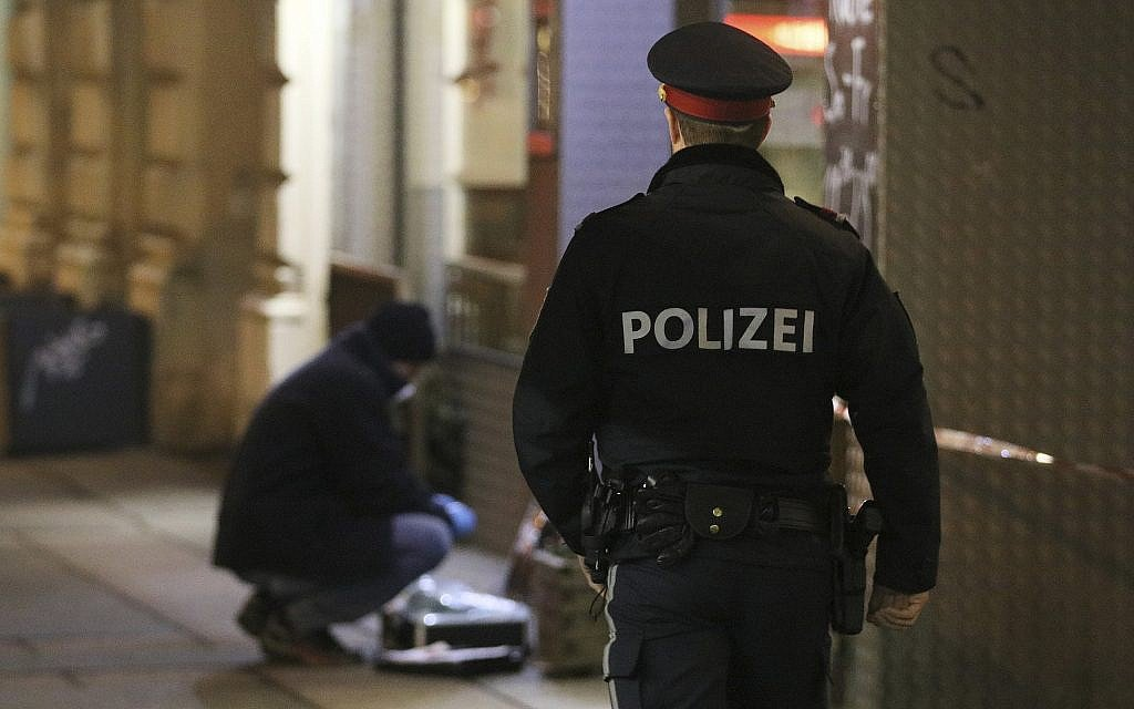 Three people seriously injured in Vienna knife attack