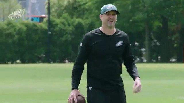 Listen in as we had new offensive coordinator Mike Groh wired for sound back in #Eagles OTAs.  #FlyEaglesFly https://t.co/Nb2sgdgZVR