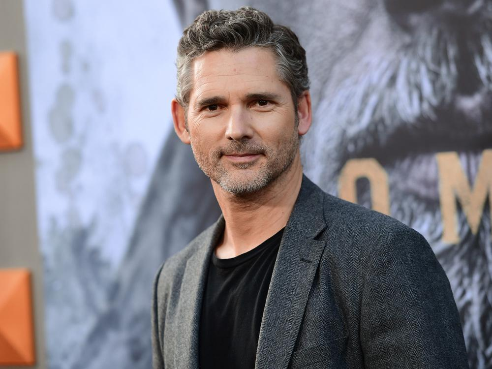 Eric Bana says a kangaroo tried to 'pick a fight' with him