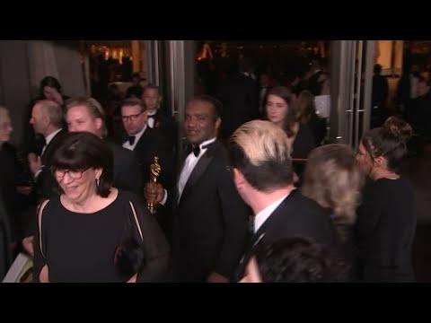 Watch Oscar theft suspect walk away Academy Award (video)