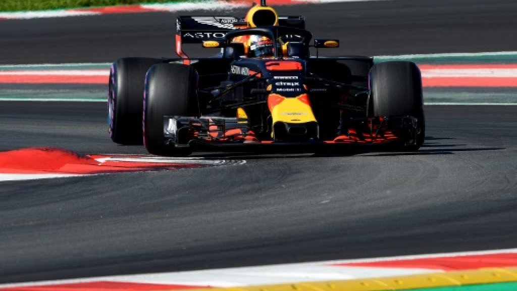 Ricciardo sets Barcelona lap record, more McLaren misery