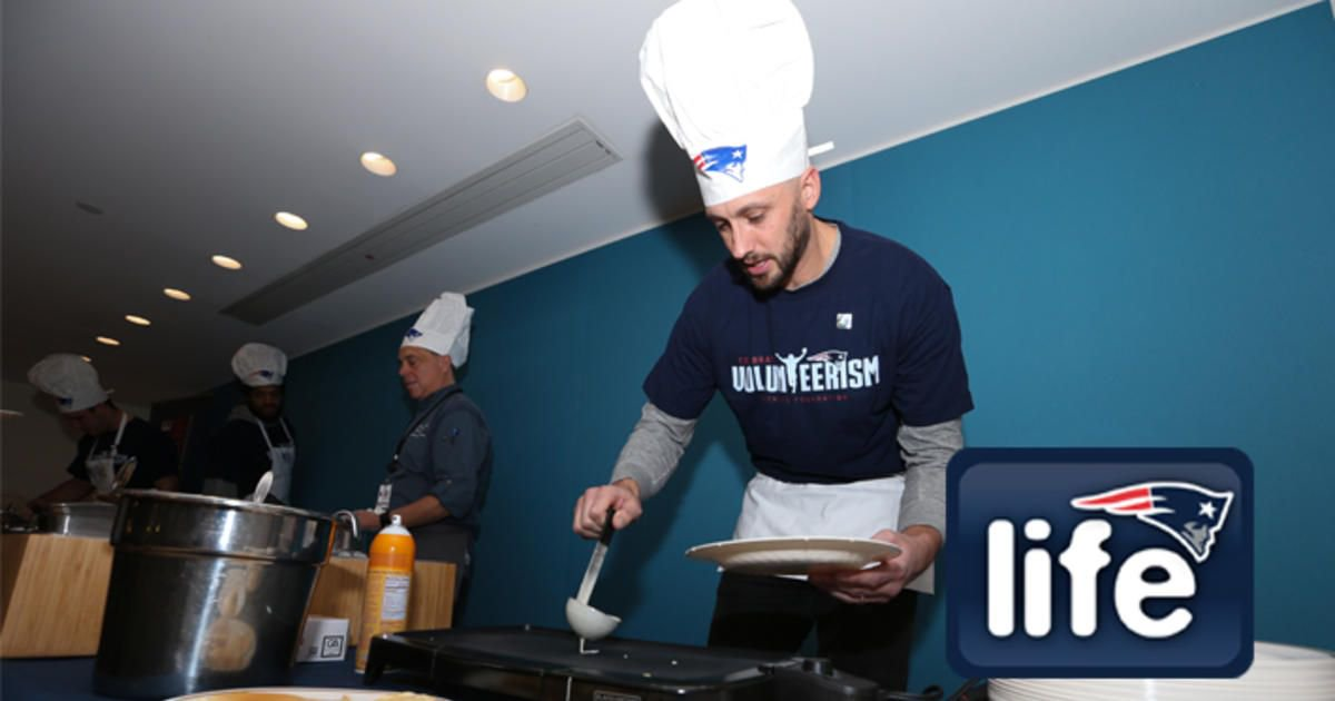 From the gridiron to the griddle.  #Patriots serve pancakes to patients at @BostonChildrens: https://t.co/ntAvxI7PJh https://t.co/bpC953HRdm