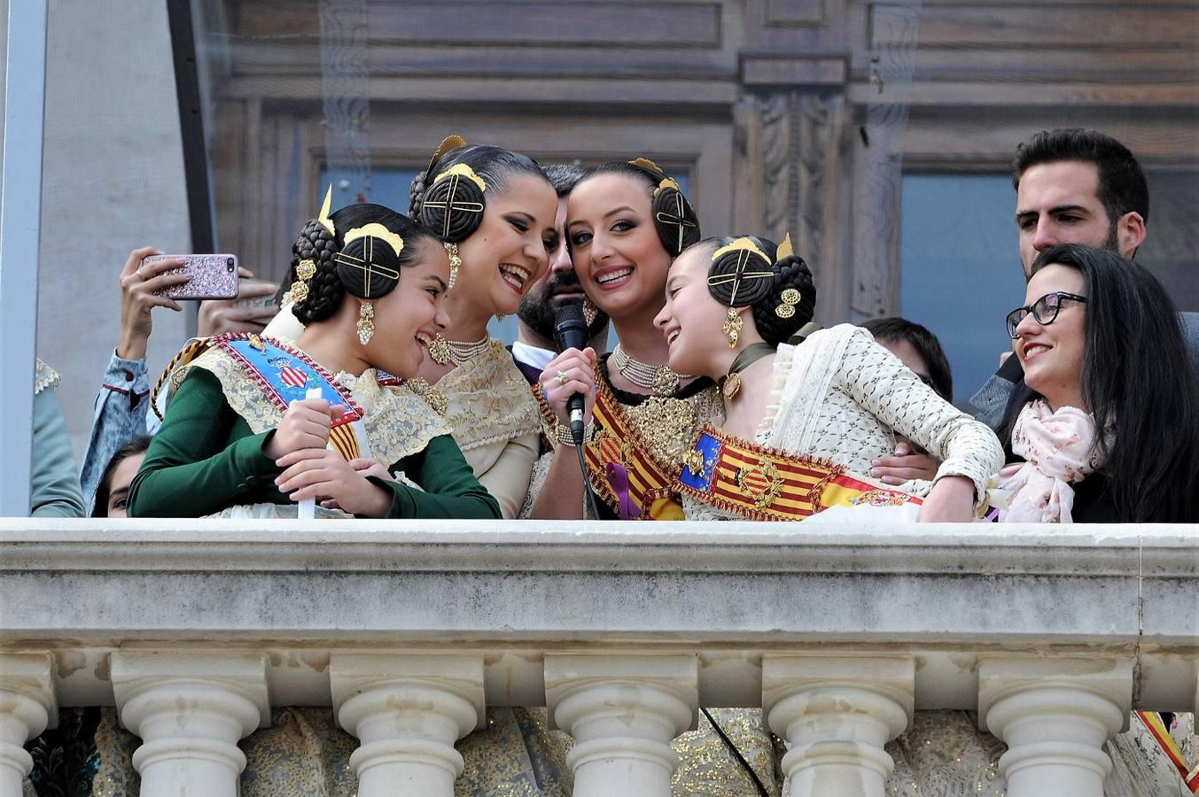 #Fotos 📸| Búscate en las imágenes de la mascletà de hoy dehttp://www.lasprovincias.es/fallas-valencia/buscate-imagenes-mascleta-marzo-mujer-20180308165102-ga.html https://t.co/ndnHU9Ne4h