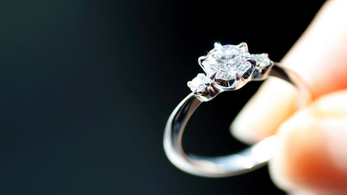 Virginia man to give away engagement ring to 'lucky couple'