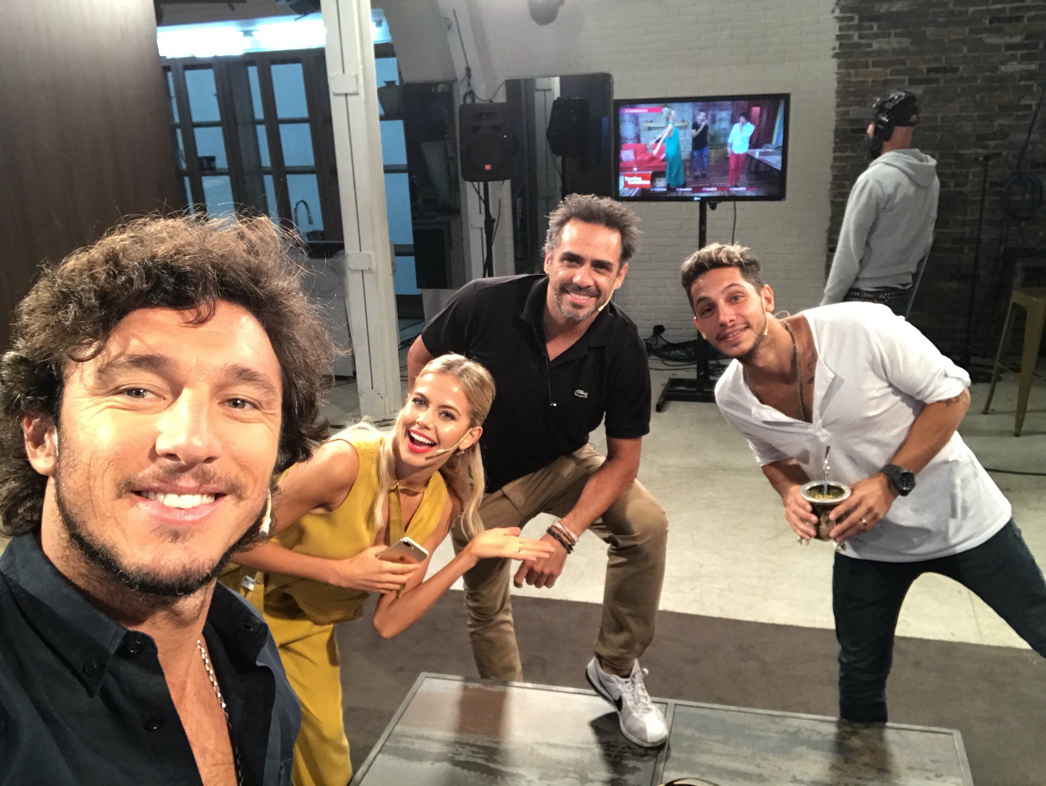 Yaaa al aire !! @ConAmigosAsi  Seguilo en cablevision canal 30     O por YouTube aqui    https://t.co/myOztNmS1c https://t.co/RSBsIfSg8c
