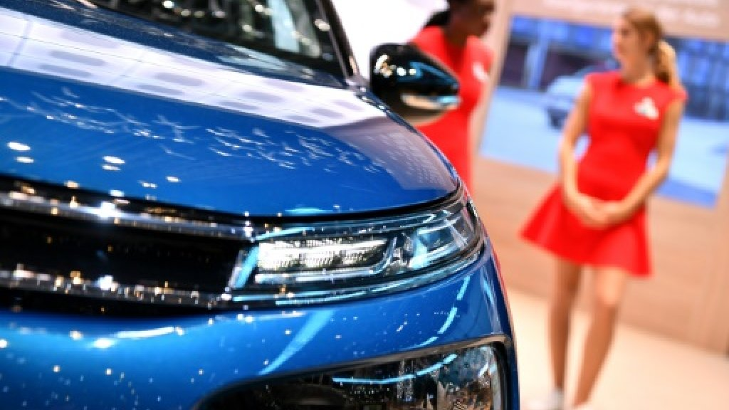 'Booth babes' on verge of extinction at Geneva Motor Show