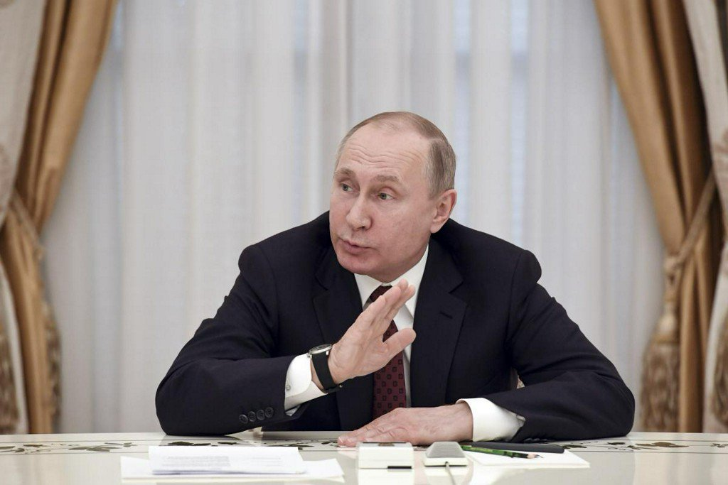 Russia's Putin says focus in new term will be improving living standards https://t.co/OXHSbrXBWl https://t.co/e383MIDsiI