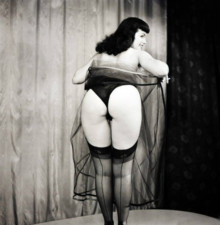 Happy #HumpDay, Bettie babes & beaus!!! 🍑👋🏼 #BettiePage #HumpDay #bettiebooty #pinup #vintage #1950s
