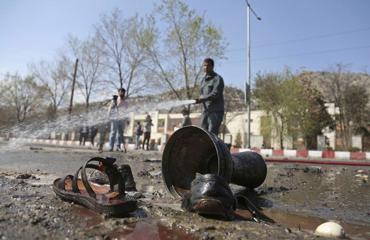 @BroadcastImagem: Atentado suicida em Cabul deixa pelo menos 26 mortos e 18 feridos. Rahmat Gul/AP