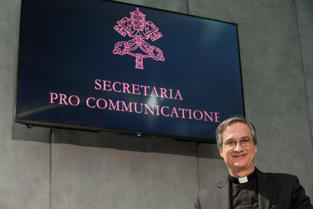 Vatican communications chief resigns over 'Lettergate' scandal https://t.co/3hr4sX1l6B https://t.co/1rlZaXrRCC