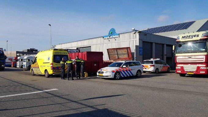 Poeldijk.. Aanrijding letsel op ABC Veiling terrein. Fietser/Vrachtwagen. Fietser richting ziekenhuis. https://t.co/HimETfuTJi