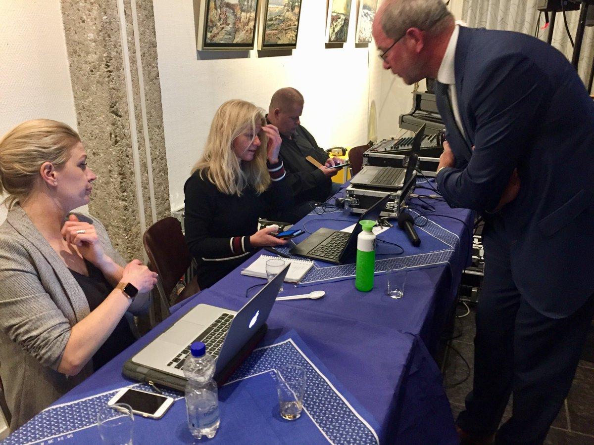 test Twitter Media - Burgemeester Loohuis informeert even  bij de dames van het zenuwcentrum #nostress #gr2018 #dvhn https://t.co/Ju4U1KOm9m