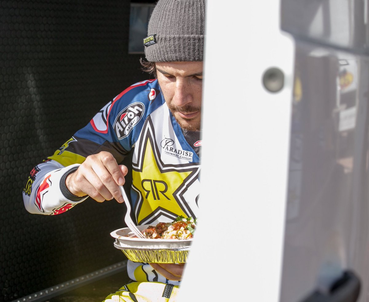 Just a lil Juice for the Goose ✊🏼 @rockstarenergy @Husqvarna1903 @alpinestars @ChipotleTweets https://t.co/mw67AwIOgE
