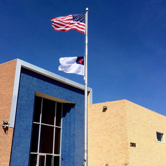 Al AlmondRe Rigs the35' #InternalWinch #Flagpole #Concord/American #Flagpoles #Rosewell, NM #ChristianFlag https://t.co/aaIENO8NJg https://t.co/5e0iiEFp9B