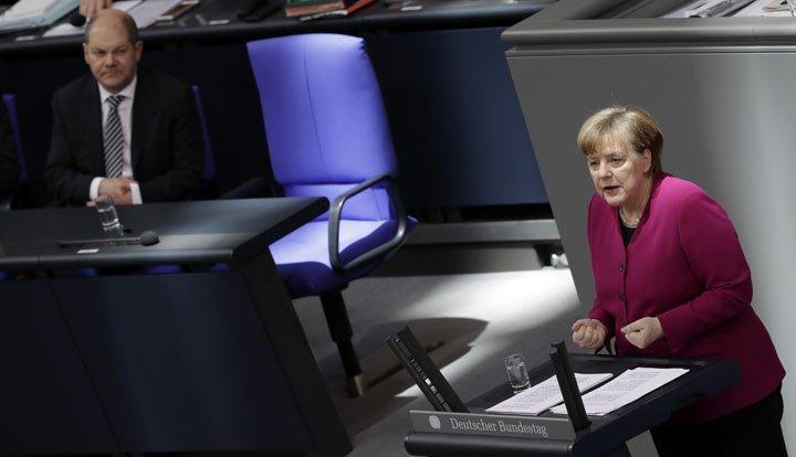 @BroadcastImagem: Angela Merkel espera reverter tarifas 'ilegais' dos EUA. Michael Sohn/AP