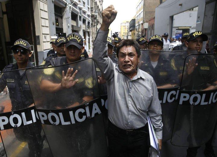 @BroadcastImagem: Após vídeos, aumenta pressão pela renúncia de Pedro Pablo Kuczynski no Peru. Martin Mejia/AP