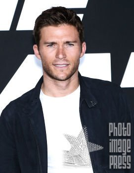 Happy Birthday Wishes going out to Scott Eastwood!