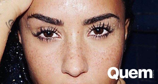 Demi Lovato. Foto do site da Quem Acontece que mostra Demi Lovato entrega os segredos de beleza de seu olhar poderoso