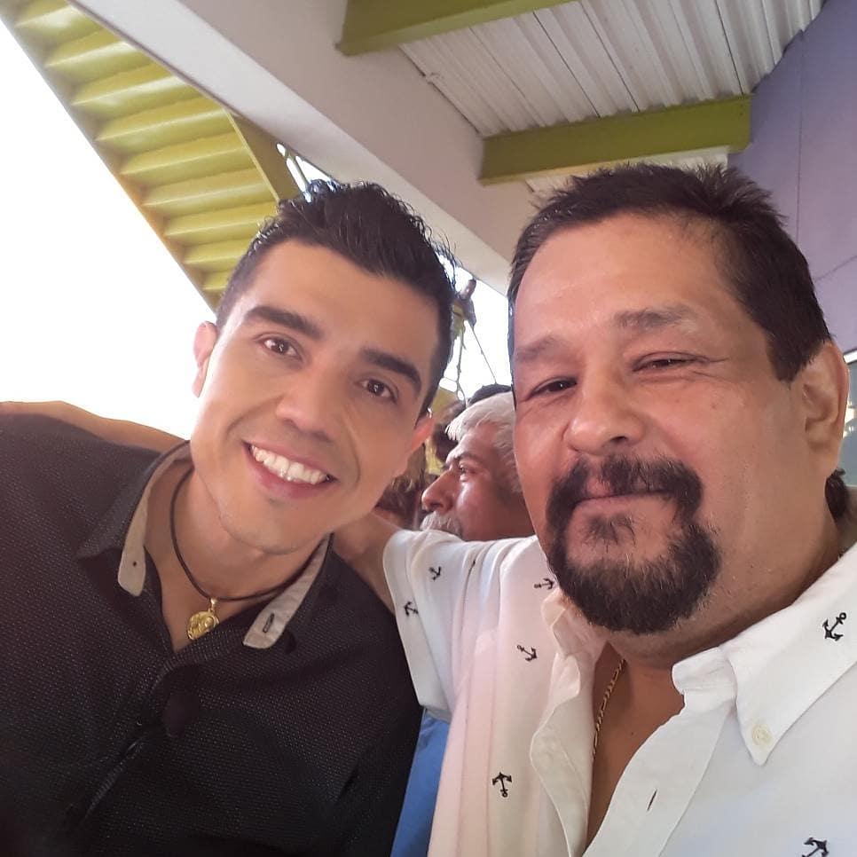 Buenas noches aqui con gran amigo Angel Castro y kike mayagoita Gracia's por las fotos!!�������� https://t.co/HutudAIC5M