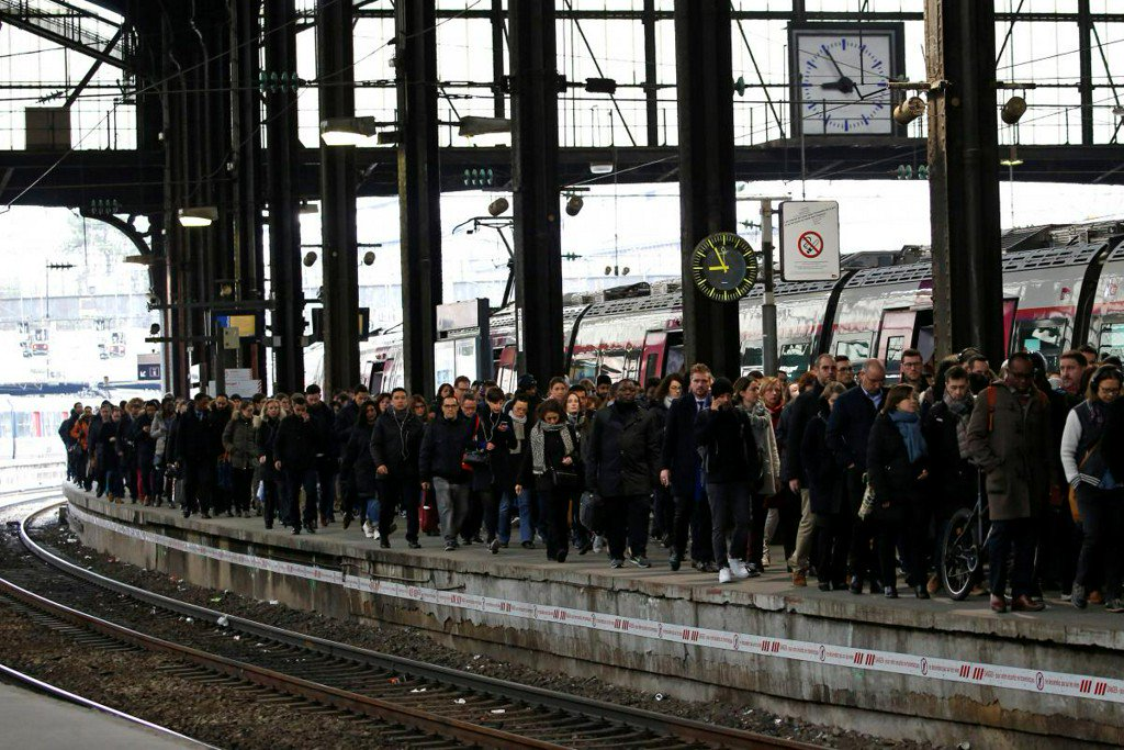 French public sector, rail workers strike in test for Macron https://t.co/LLuzyxKDNX https://t.co/dsgzy84FPI