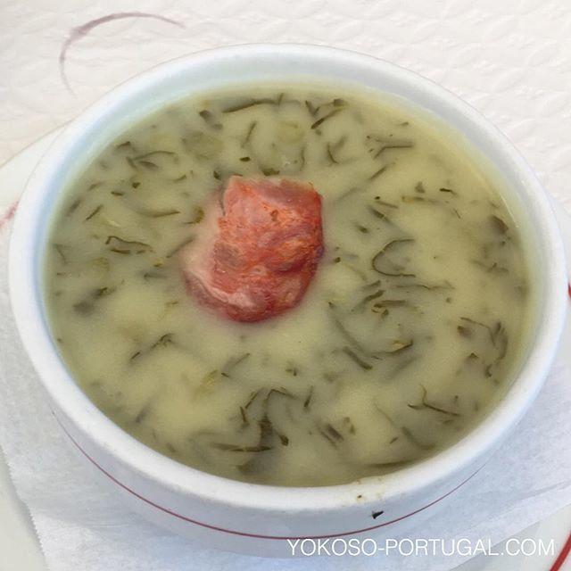 test ツイッターメディア - ジャガイモとちりめんキャベツのほっこり味スープ、Caldo Verde。ポルトガルのスープを代表する一品です。 #ポルトガル料理 https://t.co/G4mq1ZEhcP