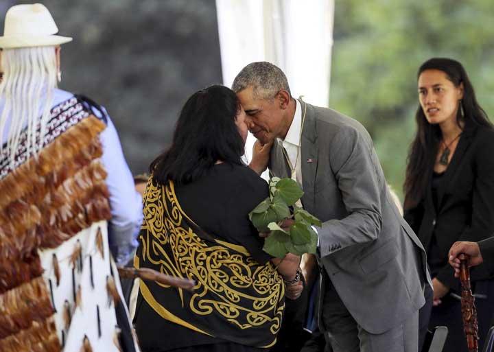 @BroadcastImagem: Obama participa de cerimônia de boas-vindas no Palácio do Governo em Auckland, na Nova Zelândia. Simon Watts/AP