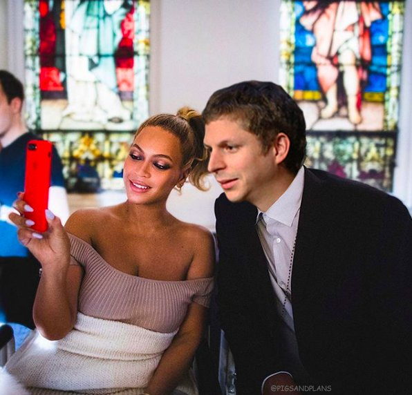 here are some pics of beyonce and jay z but jay z is michael cera https://t.co/6wB9Dmrcpw