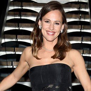 "Jennifer Garner Rocks Marching Band Uniform & Plays ""Happy Birthday\"" On Saxophone For"