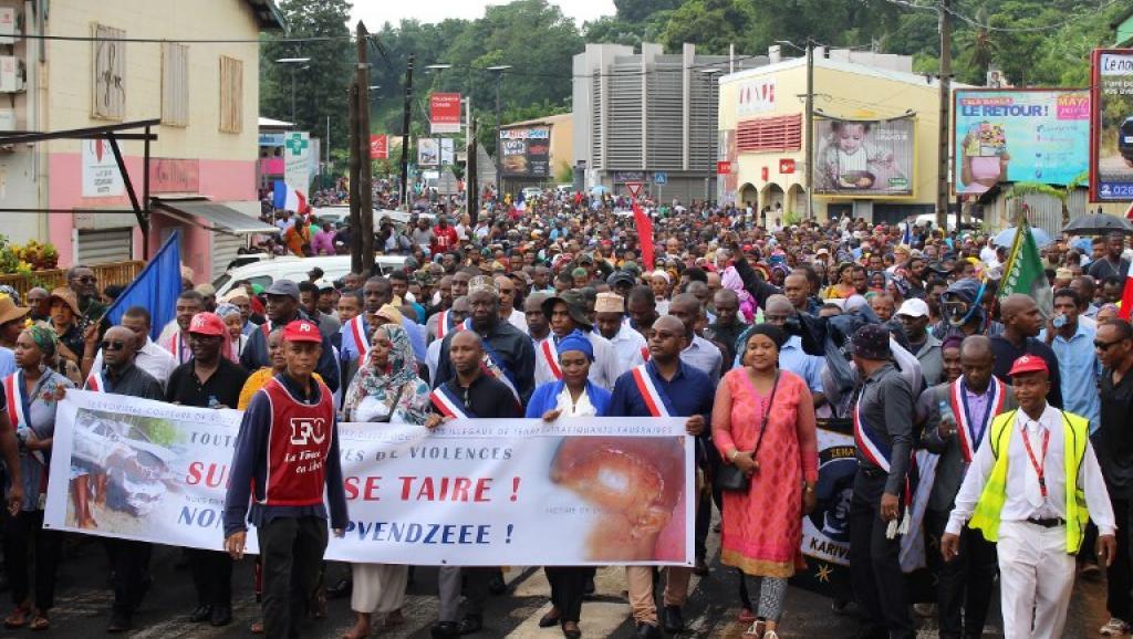Mayotte: à la veille de la rentrée scolaire, les barrages reprennent