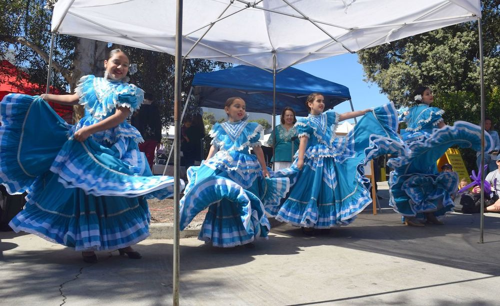 Cabeza De Vaca Cultural Dance School performs at Farmers Market