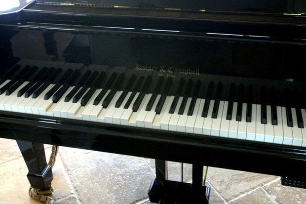 Alabama church buys stolen piano, owner lets congregation keep it