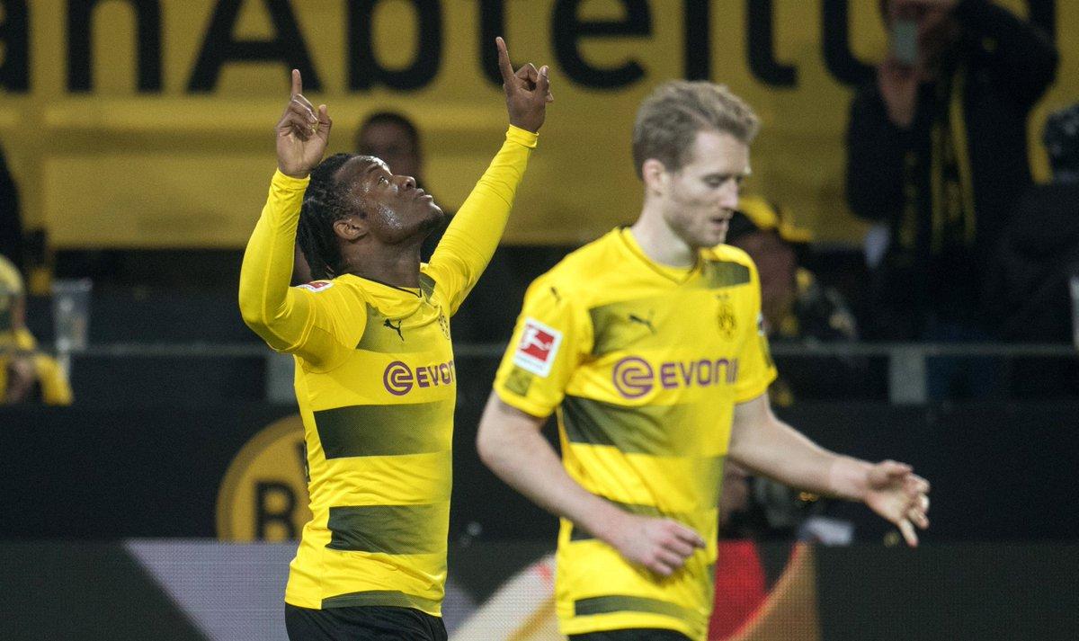 RT @RNBVB: SCHICHT! Danke, @mbatshuayi! 🦇 BVB 3. @Eintracht 2. #SGEBVB (Foto: dpa) https://t.co/G8ofeFujIO