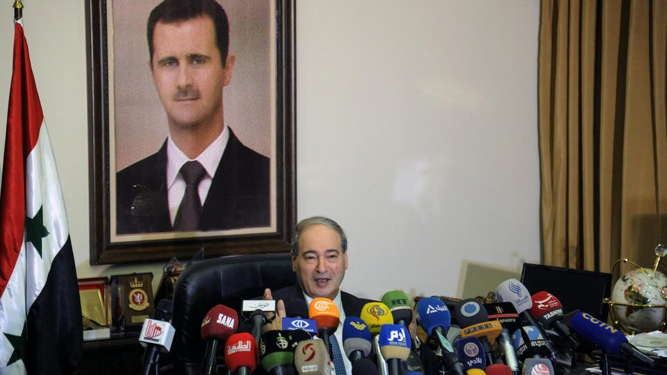 Pentagon head warns Syrian forces on use of chemical weapons