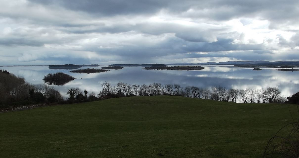 #Lough Corrib pic by #DeclanGuy and a few of its 365 Islands another nice drive when staying here at #KylemorePassHotel #Connemara https://t.co/3pB4ngJPt5