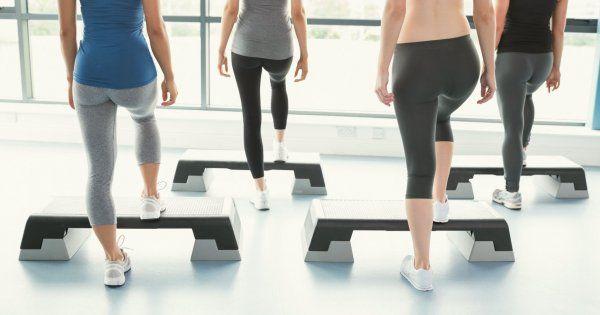 Cuisses, fessiers... 5 exercices pour se tonifier avec un step