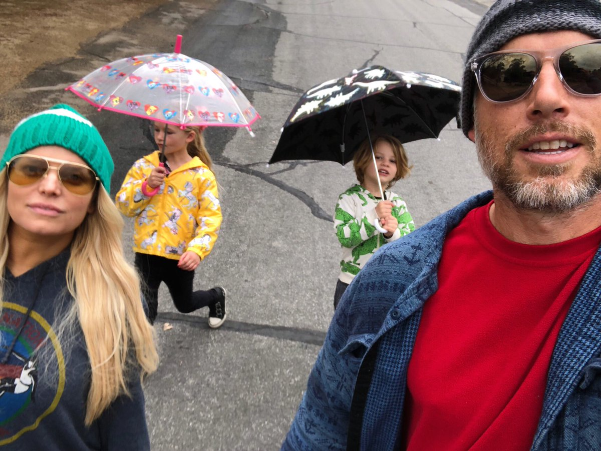 Rainy day adventures ☔️  #MAXIDREW #ACEKNUTE https://t.co/HCRd6TgUdy